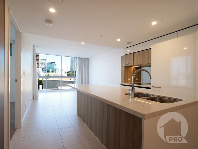 Modern Designer Apartment, Rooftop Entertainment