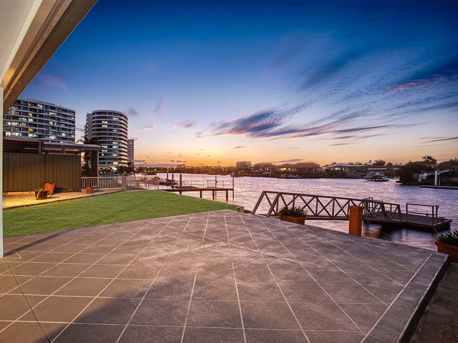 Waterfront Location With Stunning Outlook