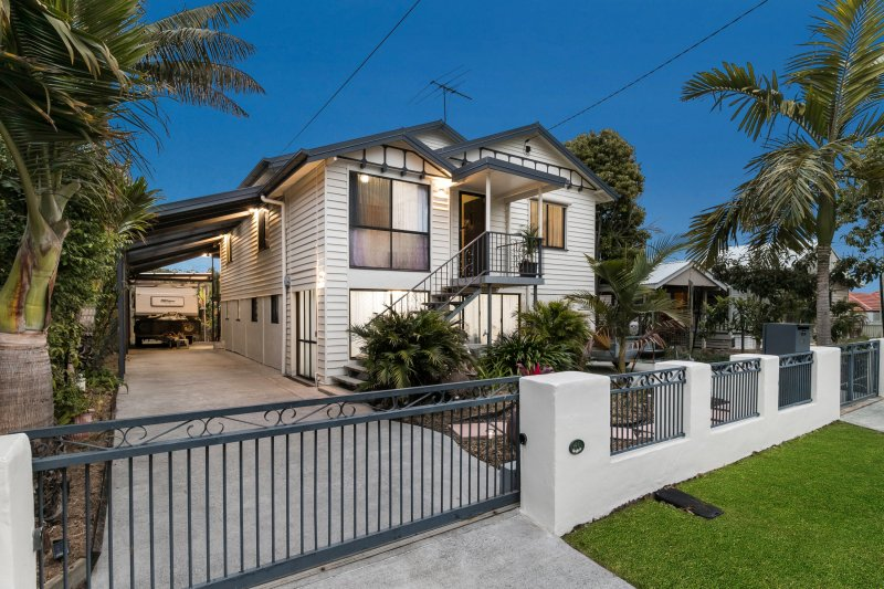 CITY VIEWS FROM THIS QUEENSLANDER-STYLE HOME (post 1946)