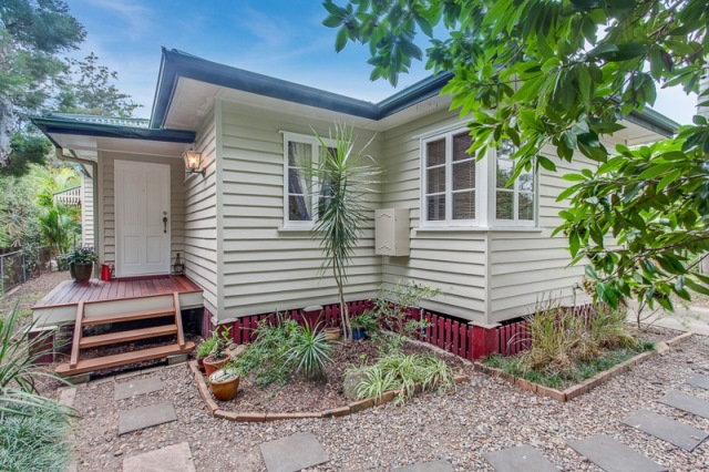 CHARMING FAMILY HOME IN GRACEVILLE