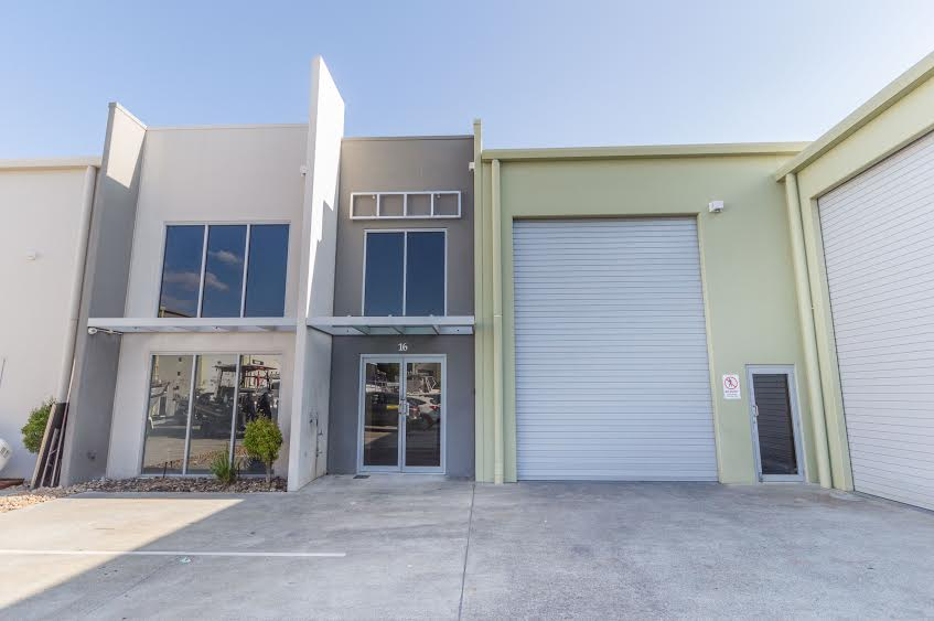 Ideal Headquarters – Modern Office / Warehouse
