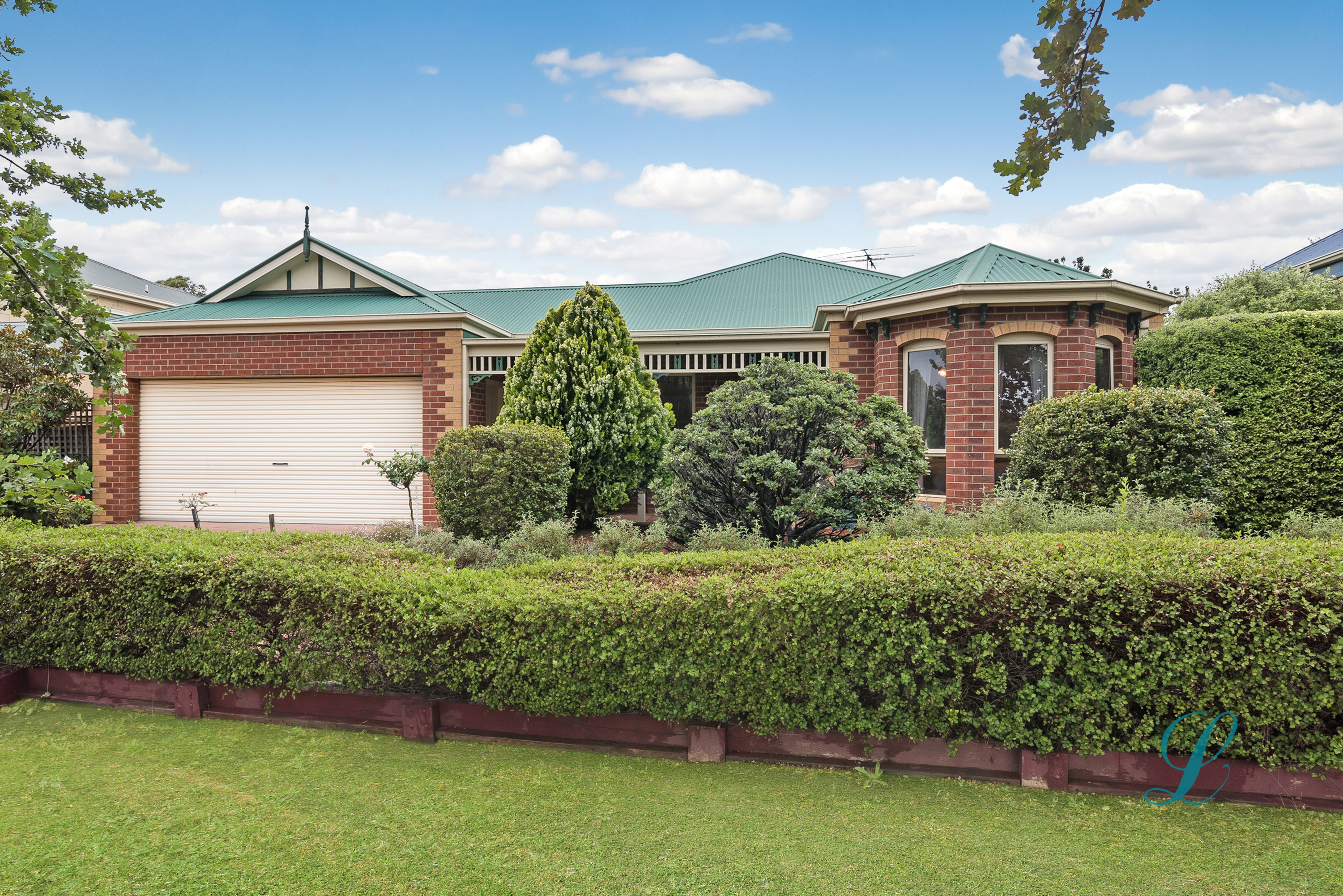 JACKSONS HILL – FANTASTIC FAMILY HOME