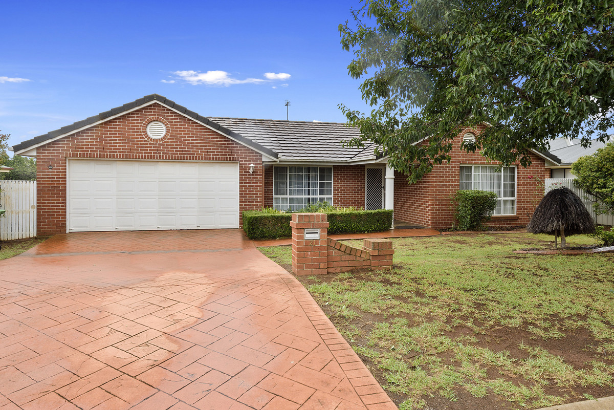 Attractive Family Home in an Ideal Location!