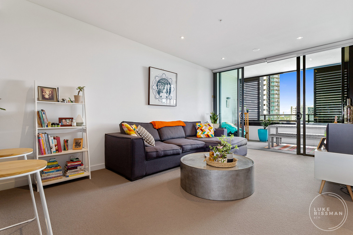 Contemporary One Bedroom Apartment with River Views!