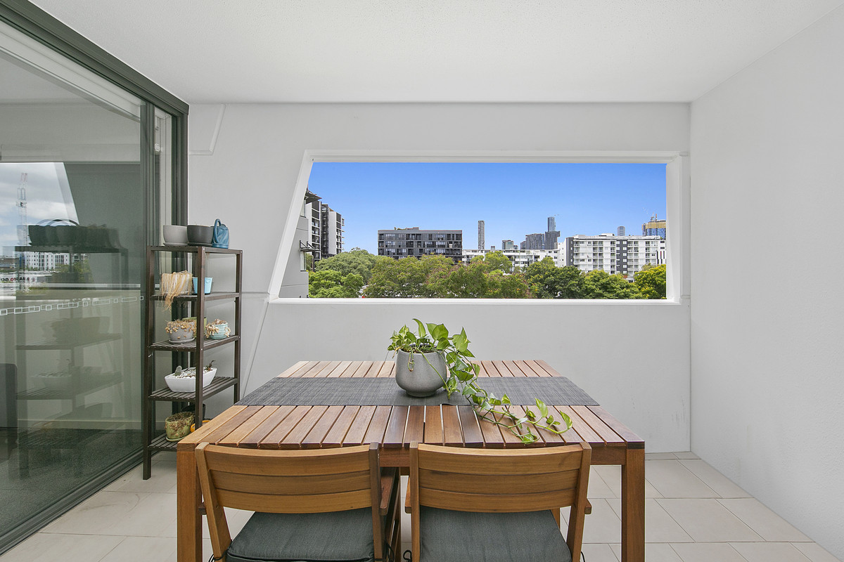 Prominent Living in Vibrant West End