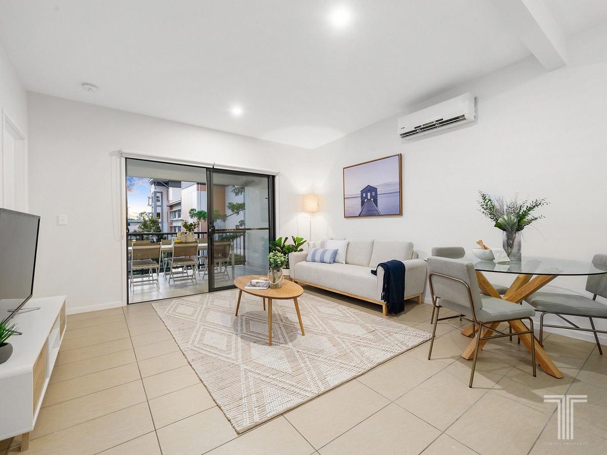 Penthouse Living in Vibrant Inner-City Precinct