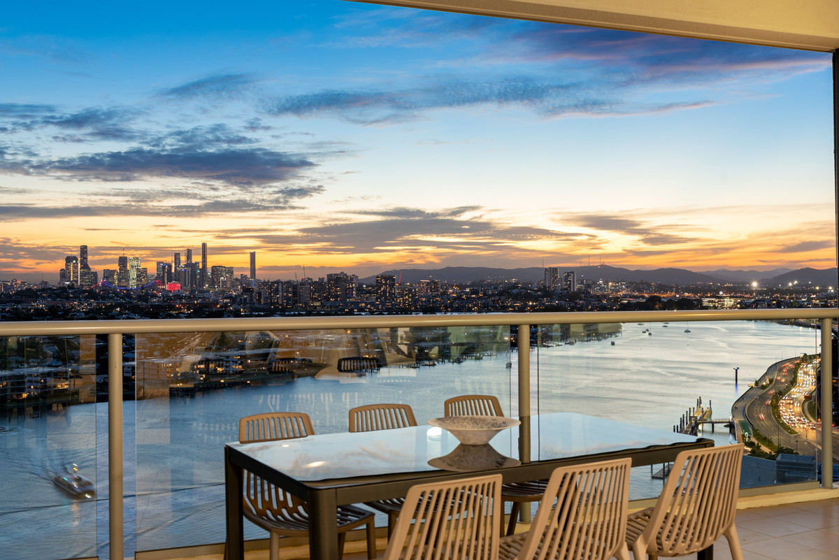 THE PINNACLE OF PENTHOUSES WITH RARE, 83sqm EXCLUSIVE ROOFTOP TERRACE