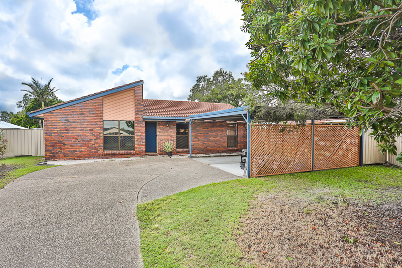 RENOVATED THREE BEDROOM HOME CLOSE TO MT OMMANEY SHOPPING CENTRE