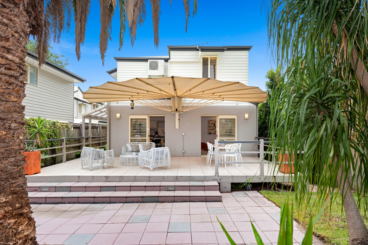 Executive Lifestyle Oasis in Sought After Location