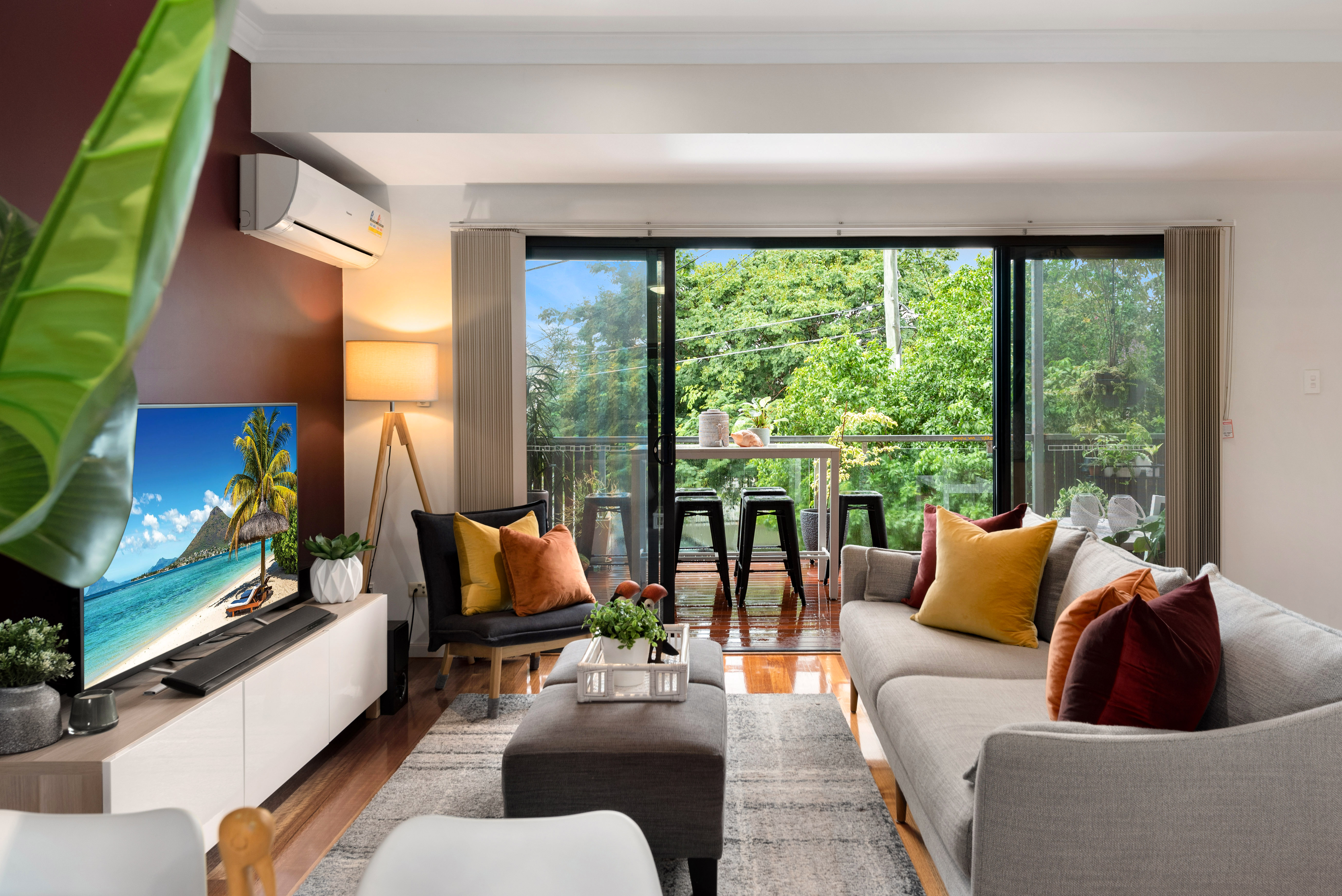 TRI-LEVEL TOWNHOUSE WITH INNER-CITY LIVEABILITY