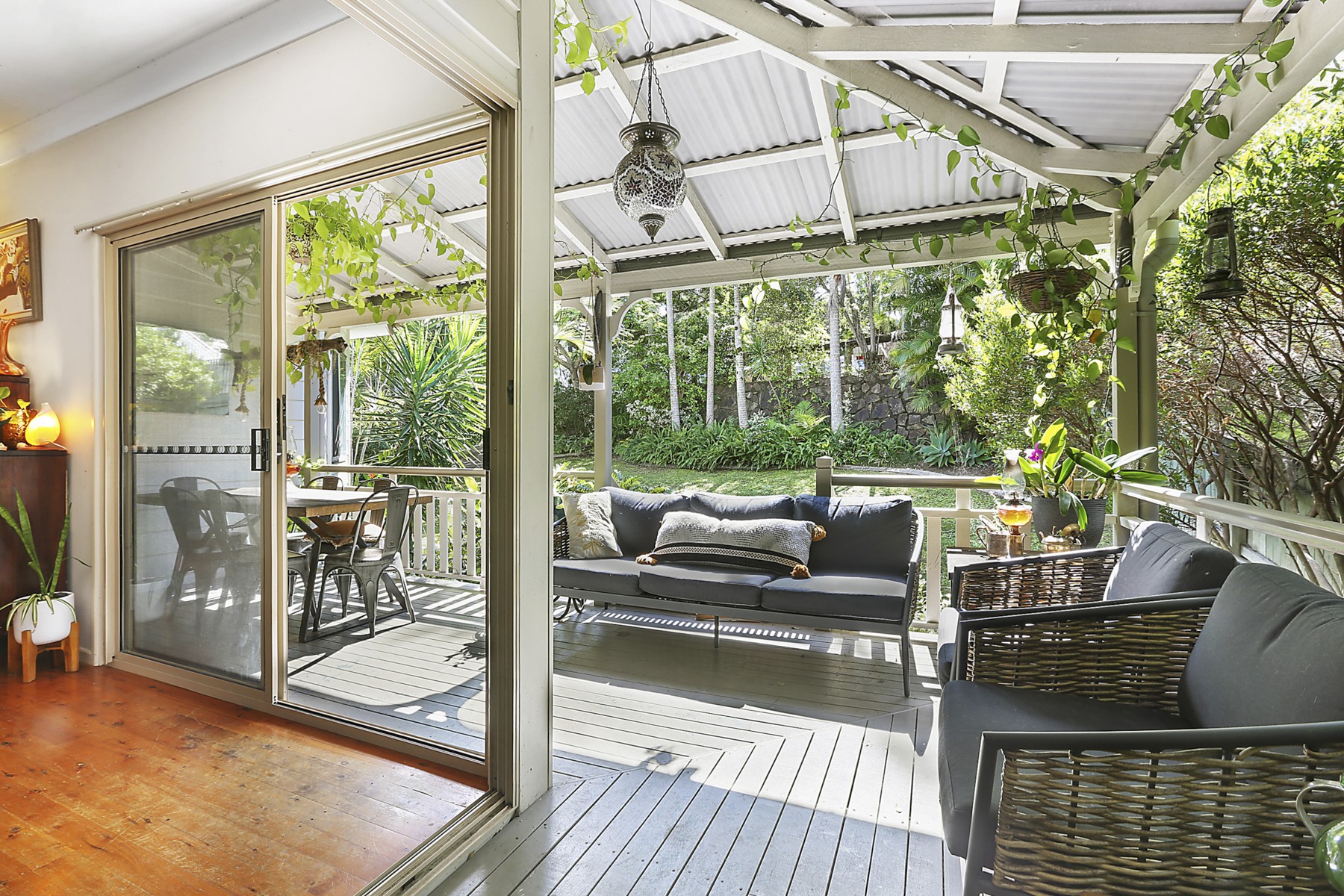 Traditional family Queenslander with pool