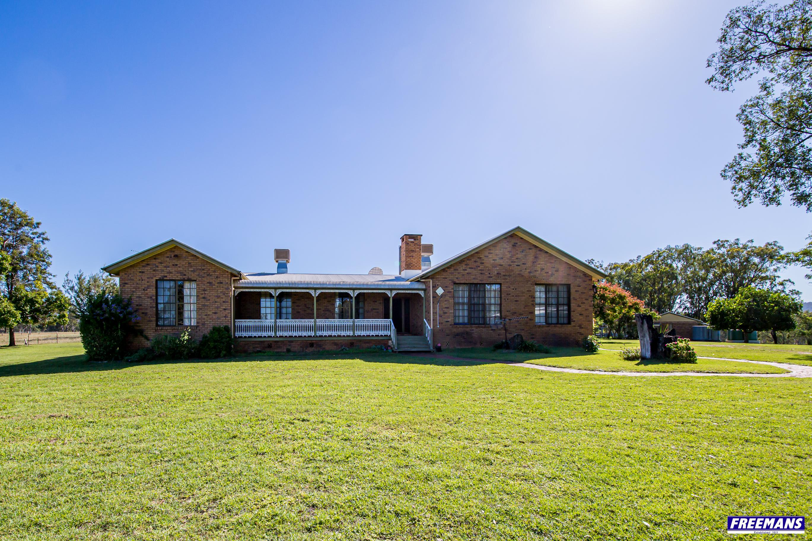 """""""Killy Leagh Park"""" A 5 Bedroom Masterpiece  + 2 Bedroom Cottage on 122*Acres with Barkers Creek Frontage"""