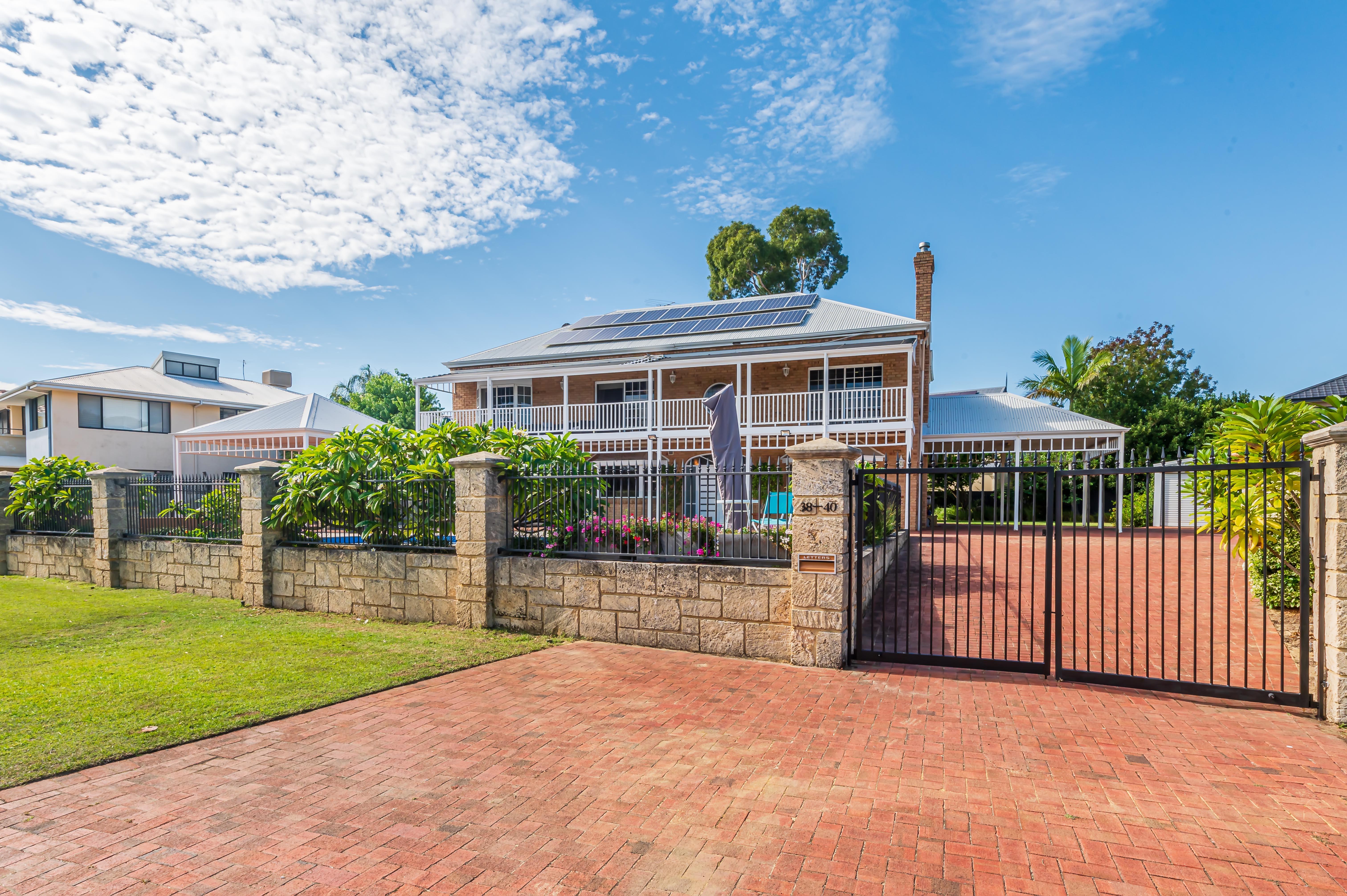 Grand Riverside Residence On Triplex Site
