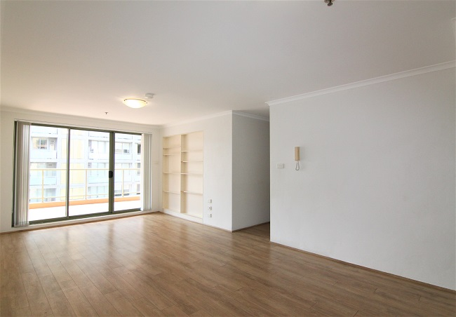 Freshly painted 3 bedroom apartment with new floorboard, close to station