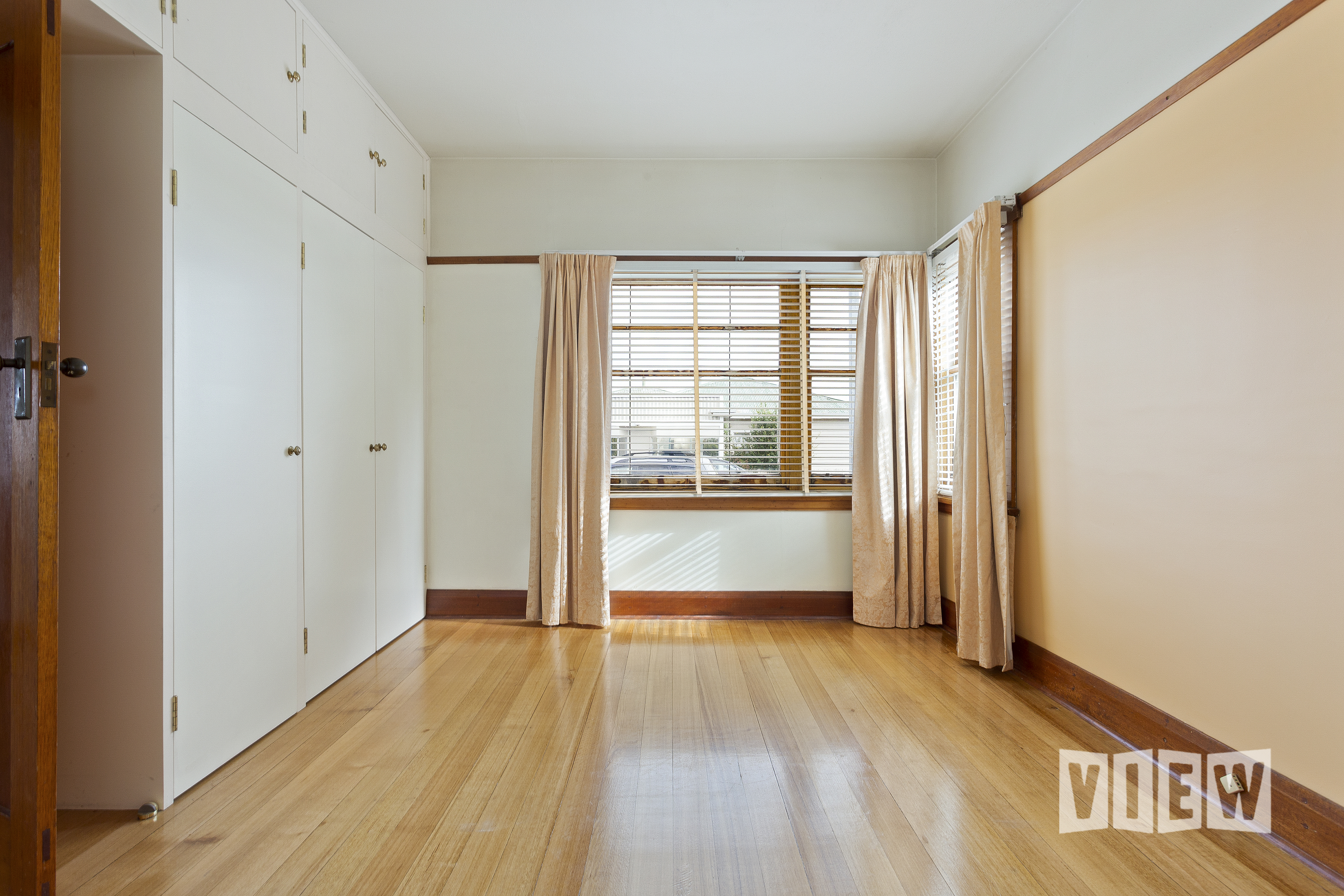 property image 2300083