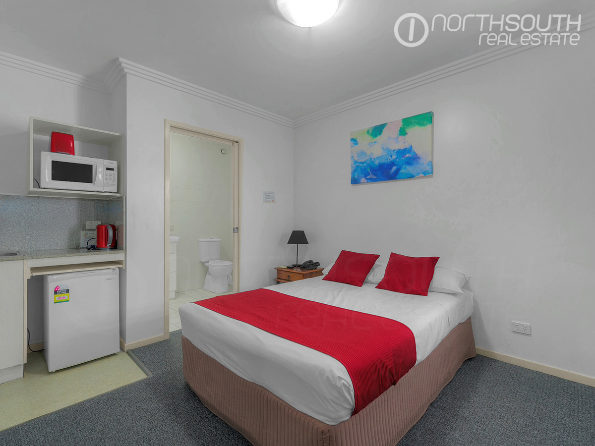 Fully furnished or unfurnished studio in great location – Car park options available!