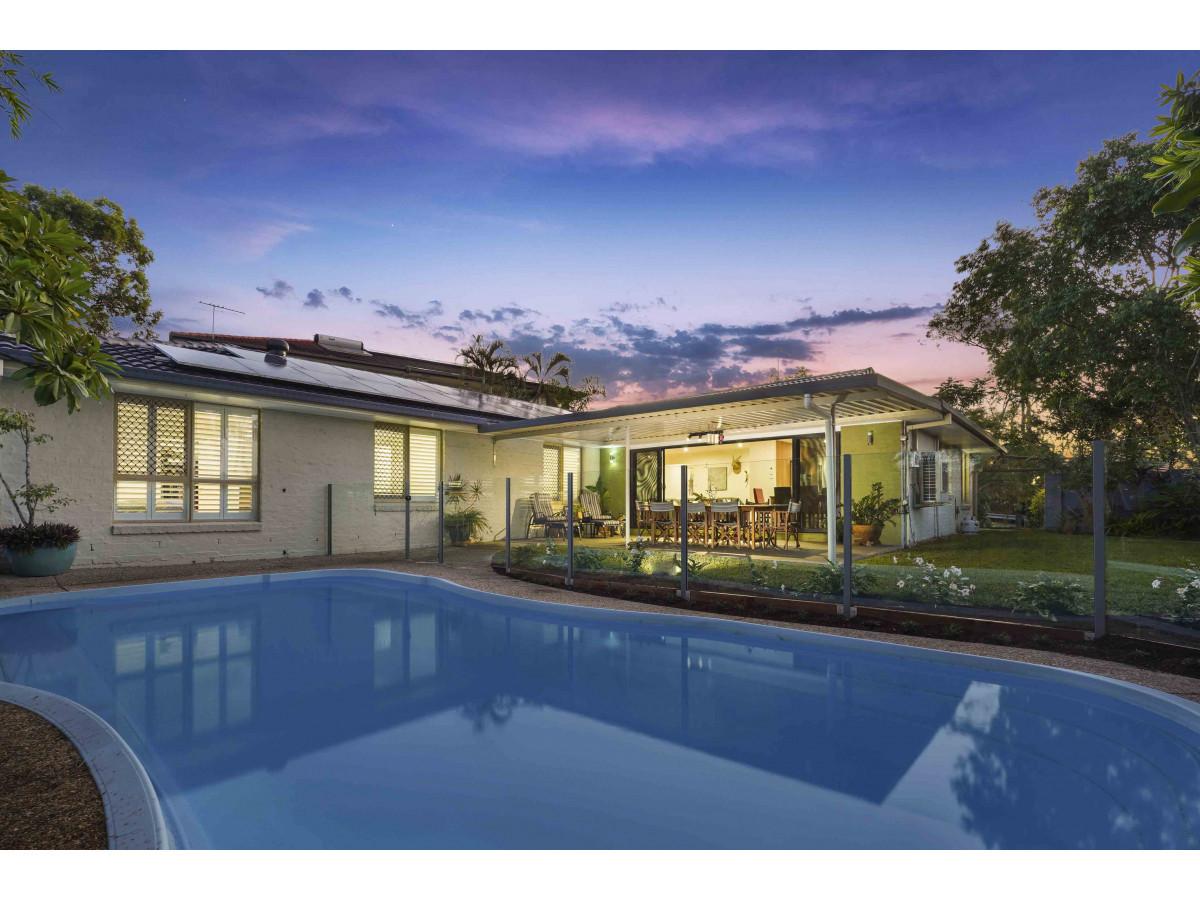 Enjoy family-friendly living in leafy Morningside – Fully Furnished!