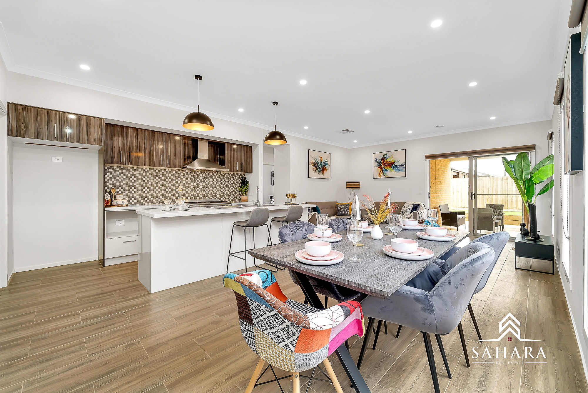 A COMPLETE FAMILY ENTERTAINER IN WOODLEA