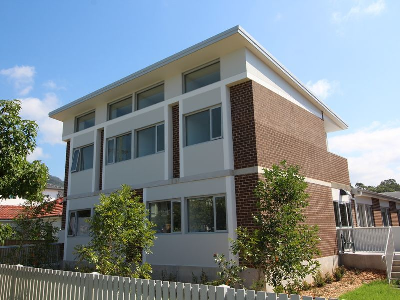 500 METRE WALK TO WOLLONGONG UNIVERSITY -STUDIOS AVAILABLE FOR LEASE