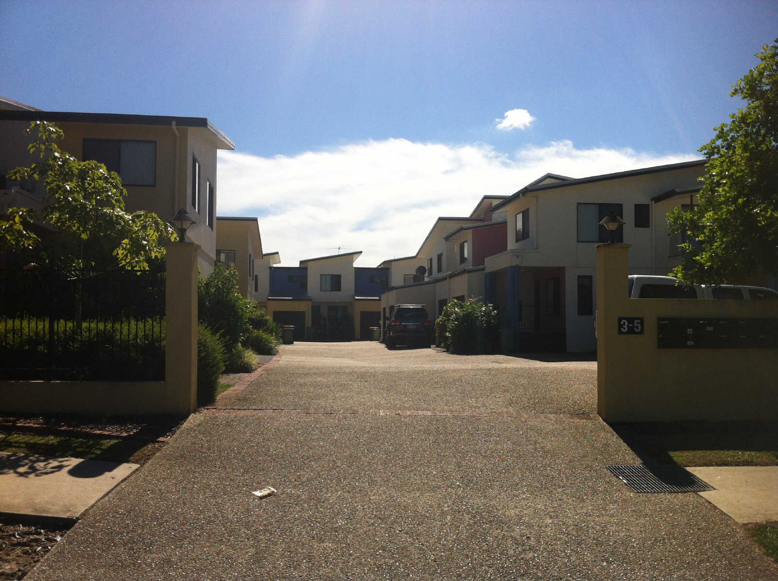 Lovely 2 bedroom unit in gated complex.