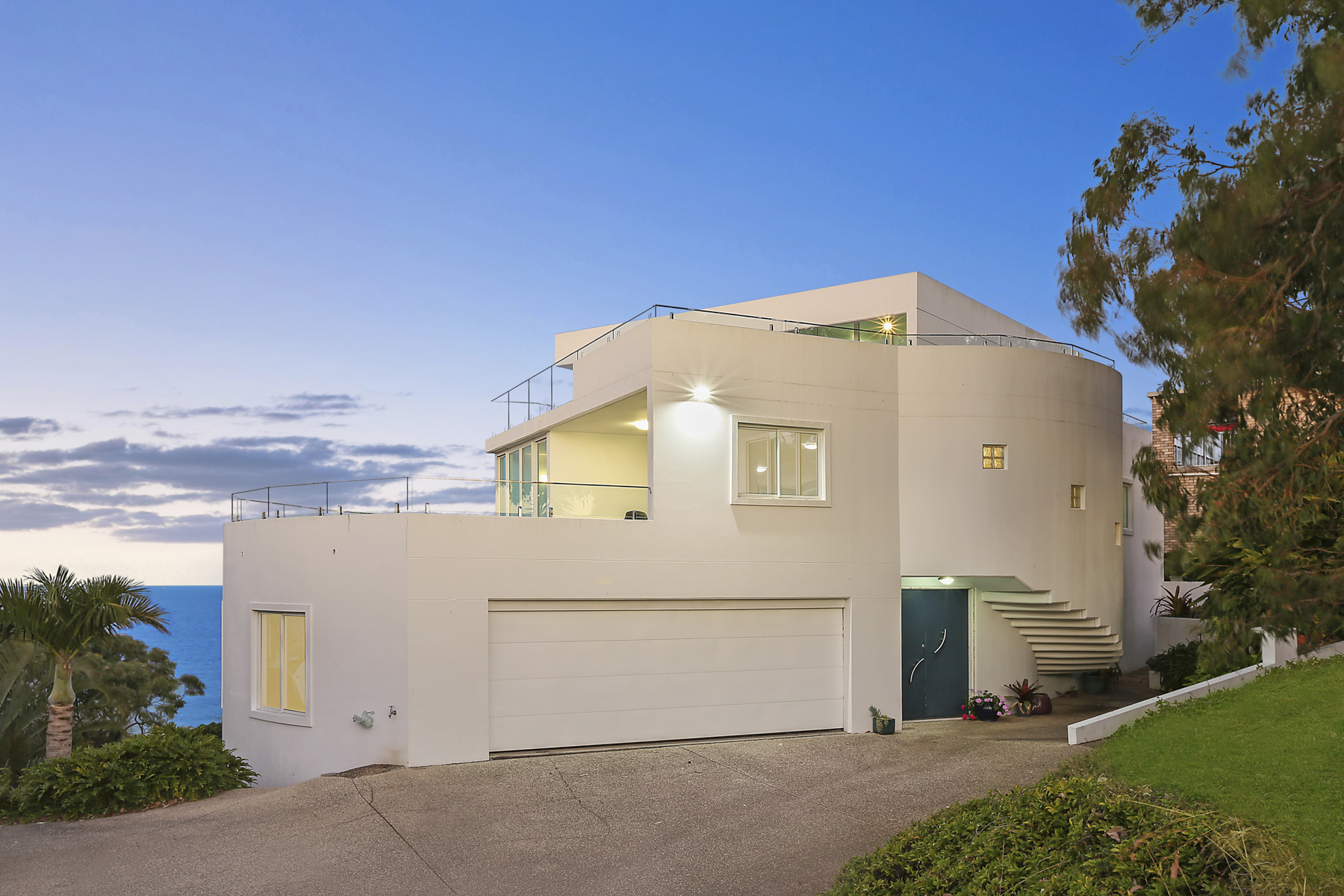 Uninterrupted views, privacy and grandeur on top of Coolum Beach