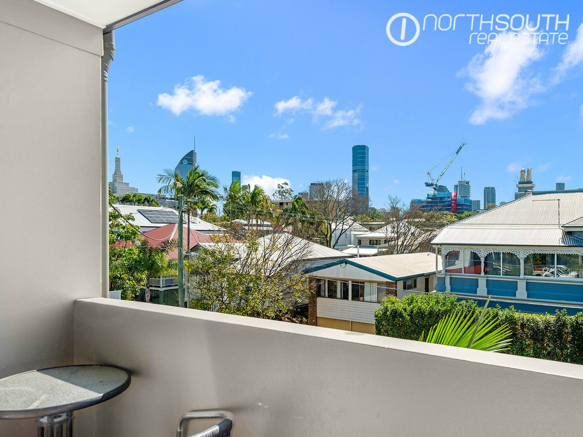 Stunning Views in Prime Inner City Location – Fully furnished!