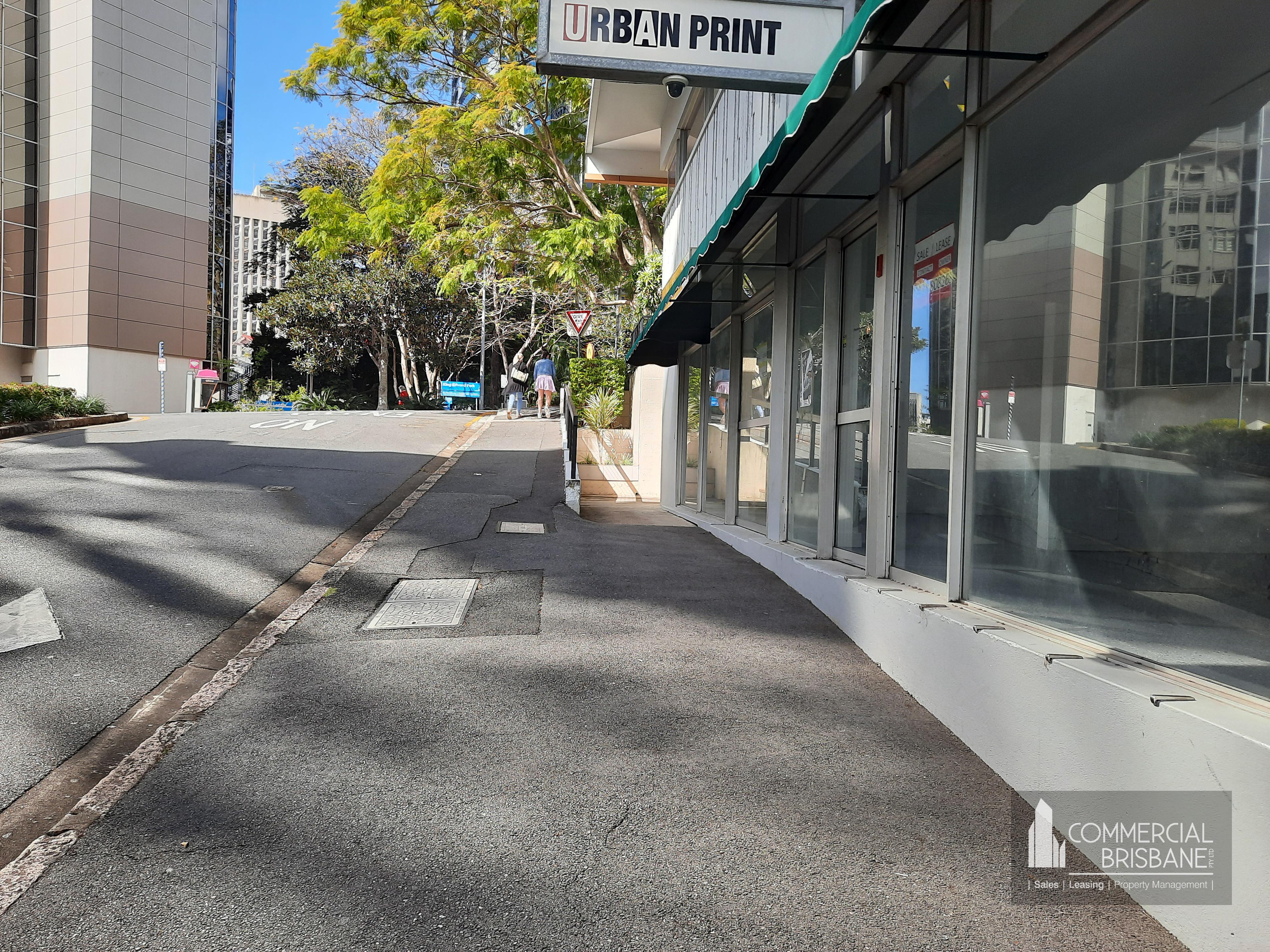 171 m2  Shop Wide Street Front