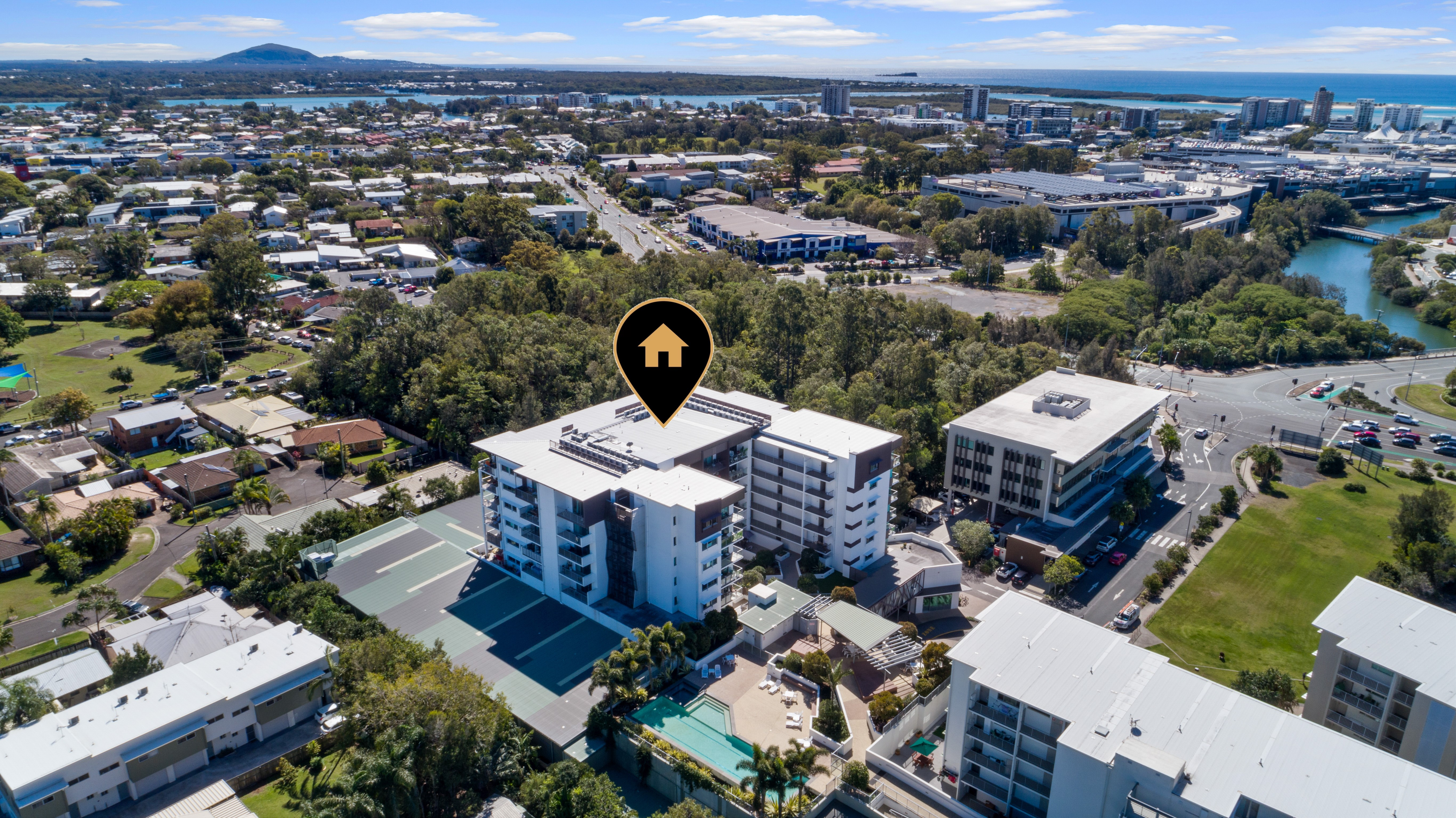 A Unique Lakeside Lifestyle / Investment Opportunity Awaits