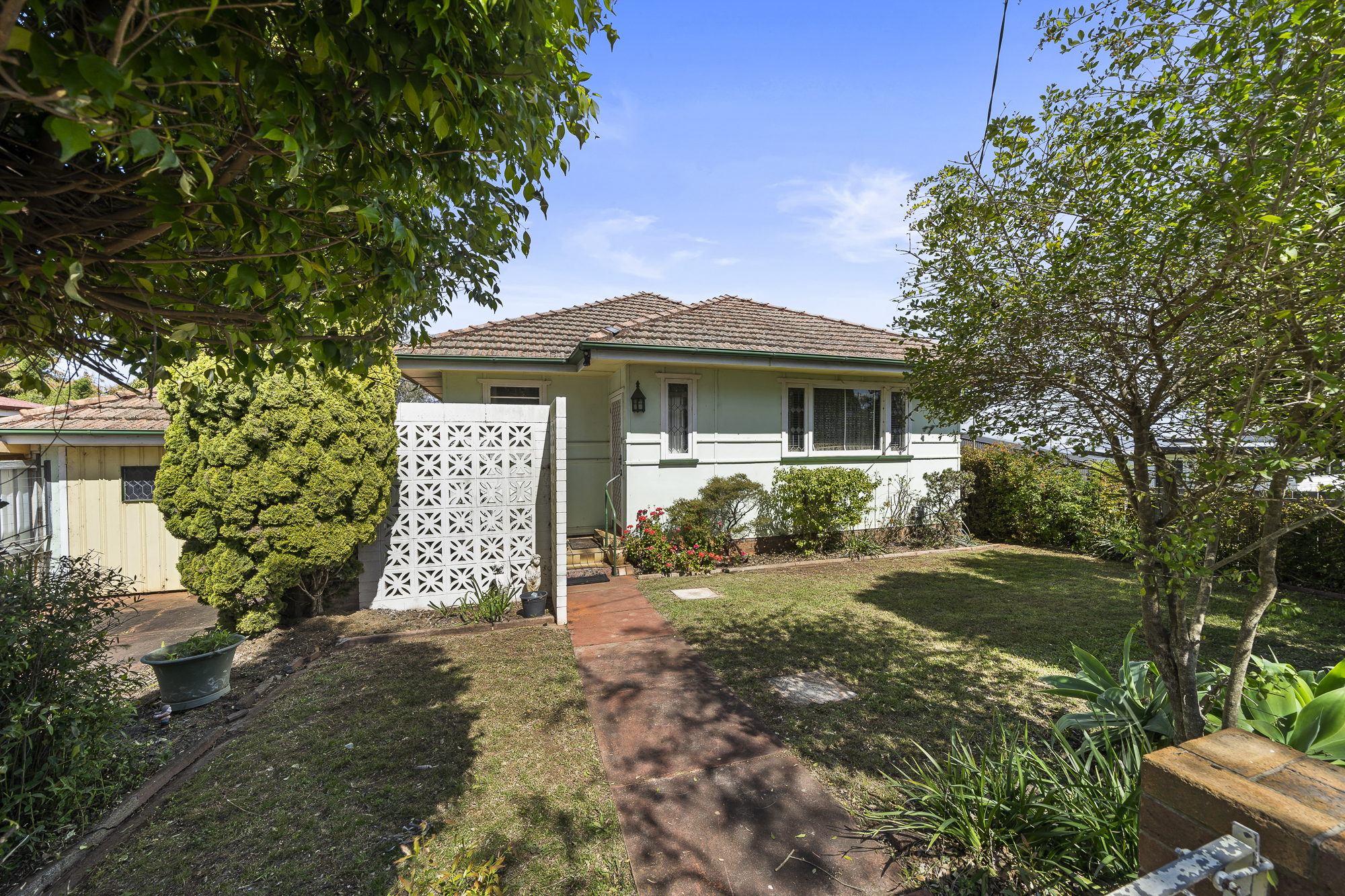 Under Contract Prior To Auction!