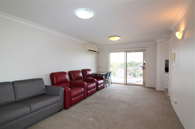 2 bedroom apartment, opposite UNSW, light rail, cafes and restaurants