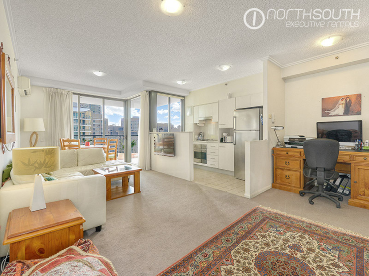 Sought-after Executive Apartment Adjacent to Gardens (Furnished)