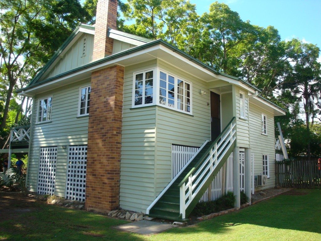 CHARMING HIGHSET  FOUR BEDROOM HOME IN PRESTIGIOUS LOCATION