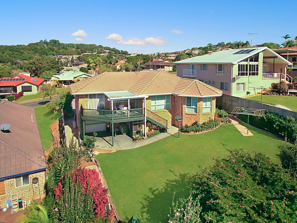 PRICE REDUCED – QUALITY FAMILY HOME WITH VIEWS