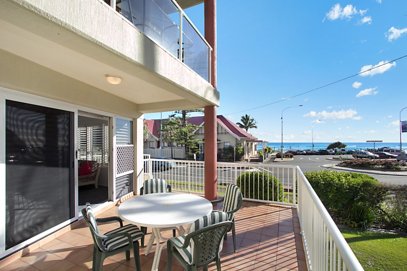 'WAVE BREAK' –  A BEACHSIDE HAVEN OPPOSITE THE PRISTINE BEACHES OF KIRRA!