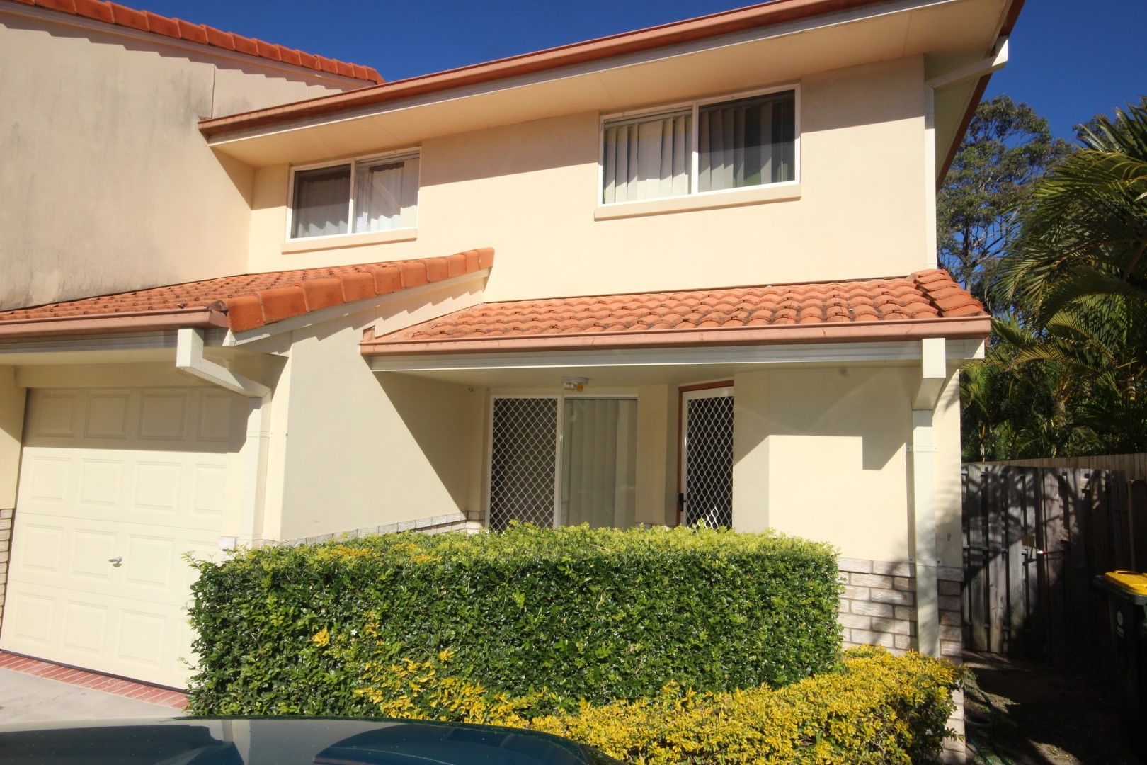 WELL PRESENTED TOWNHOUSE – GREAT LOCATION