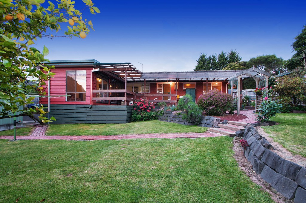 Immaculate Family Favourite in a Quiet Court