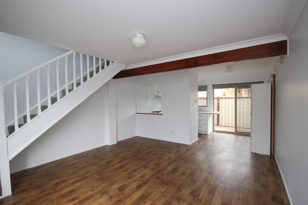 SPACIOUS 3 BEDROOM TOWNHOUSE.
