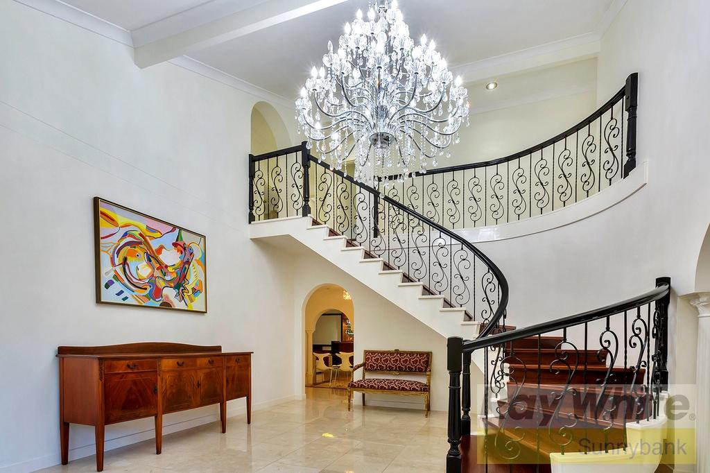 Family Luxury on 810m2, Sure to Impress