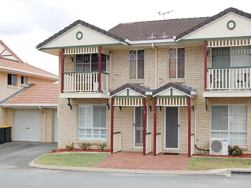 Immaculate Townhouse in a top location only under $400,000