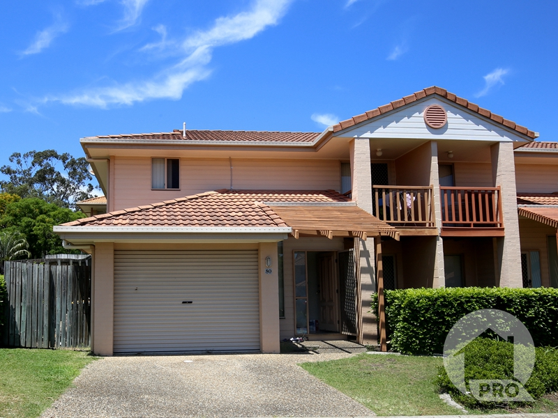 SPACIOUS TOWNHOUSE LIVING & WARRIGAL STATE SCHOOL CATCHMENT