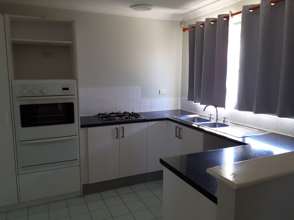 IDEALLY SITUATED FOR UNI CLOSE TO PERTH