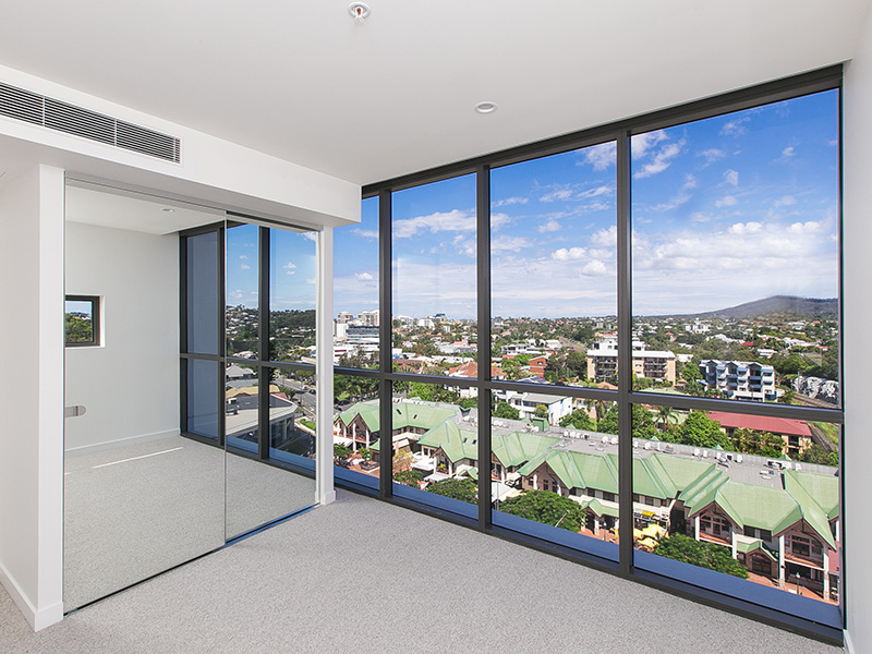 Luxurious Apartment with Uninterrupted Views!