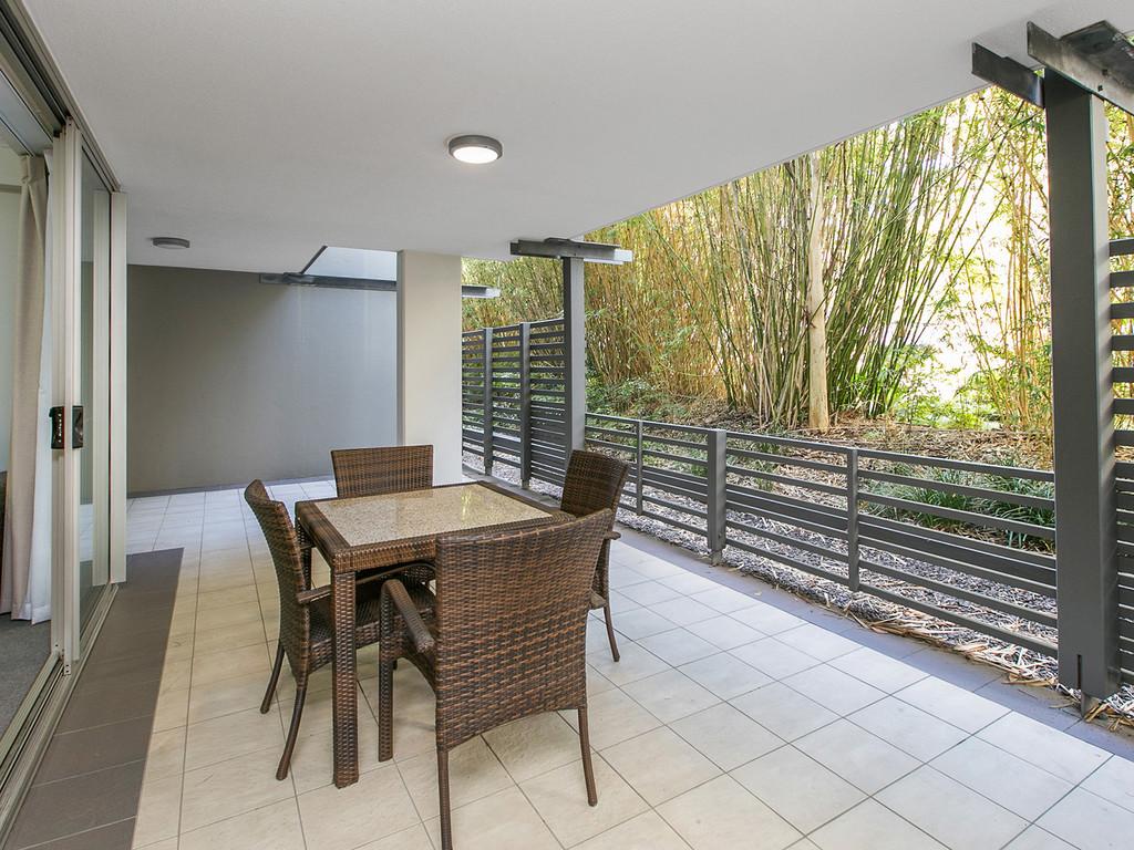 Spacious Ground Floor – Expansive Terrace – 2 Car Parks