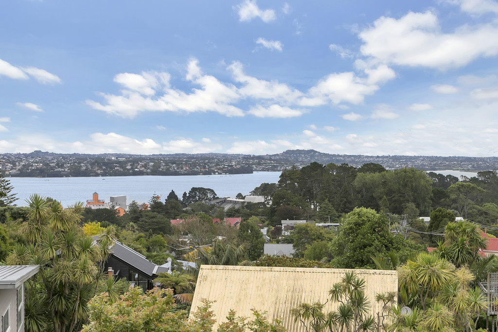 SOLID IN BRICK WITH HARBOUR VIEWS – REDECORATED