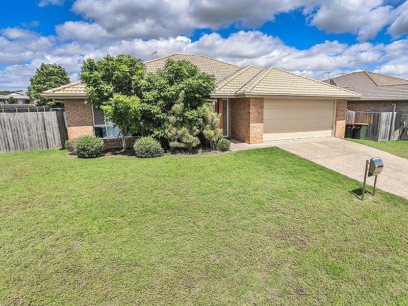 LARGE FAMILY HOME – ONLY 5 YEARS YOUNG