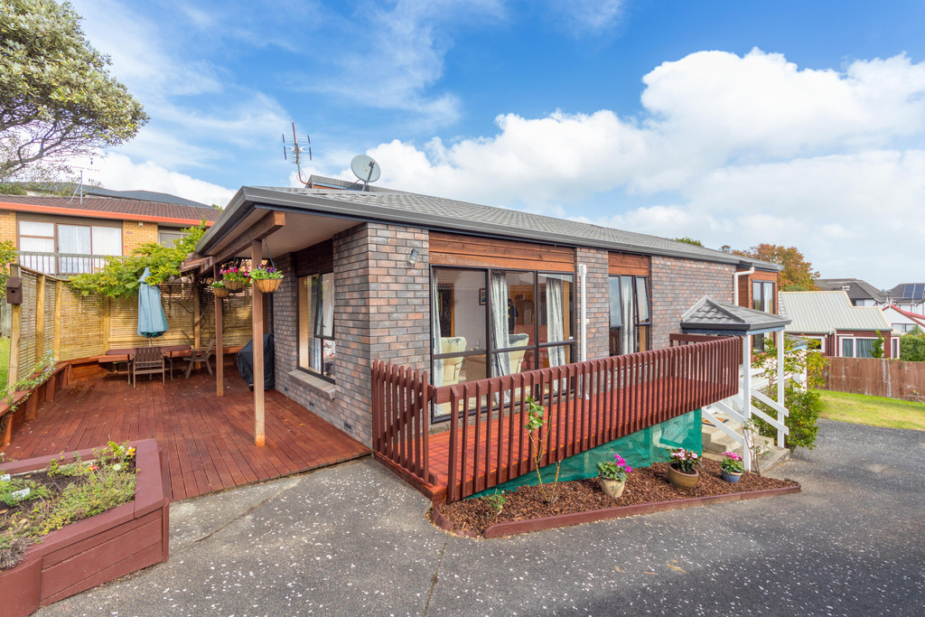 240M2 OF FAMILY LIVING ON FREEHOLD SITE