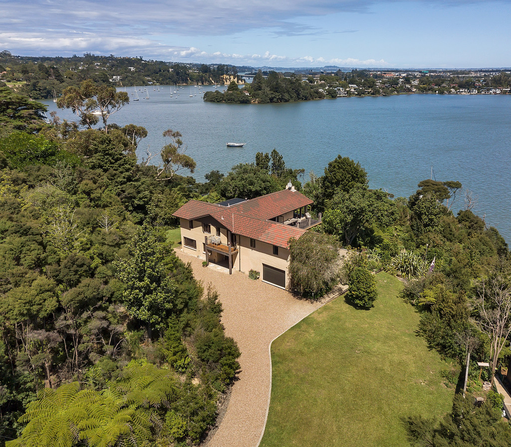 PRIME INNER HARBOUR 1 ACRE CLIFFTOP SANCTUARY