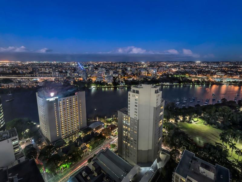 Highest Level on Uptown at Skytower – Amazing River Views!