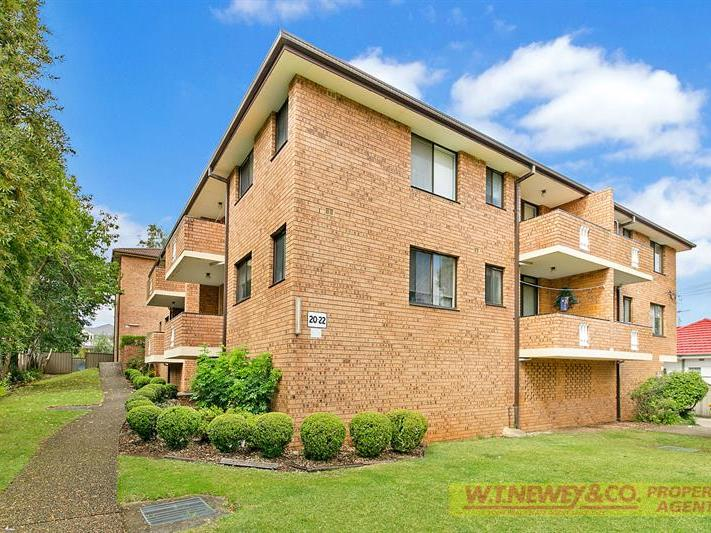 SPOTLESS HOME UNIT – OWNER WANTS IT SOLD!