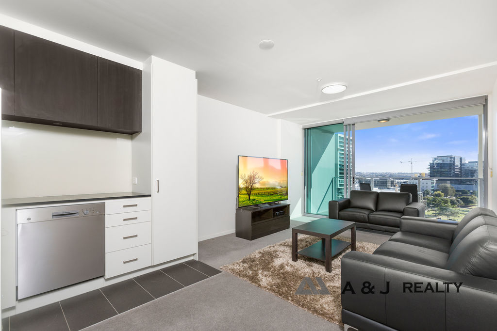 Exceptional Two Bedroom + Extra Large Study room – Skyring Apartment!